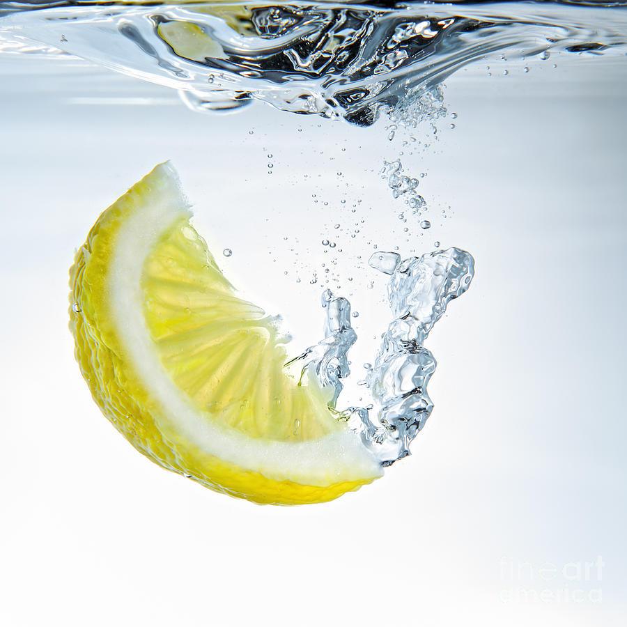 lemon wedge in water