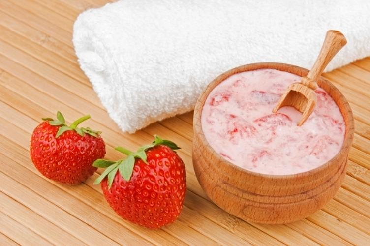 Strawberry and Yogurt Facial Mask